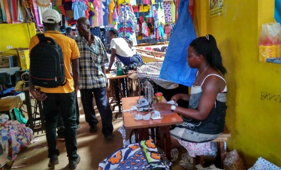 מרקט בעיר ג'ינג'ה באוגנדה