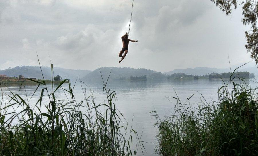 אי הטרזן אגם בוניוני