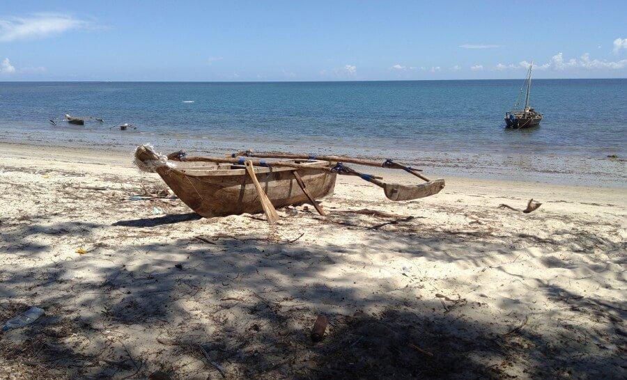 סירה על החוף בפנגני