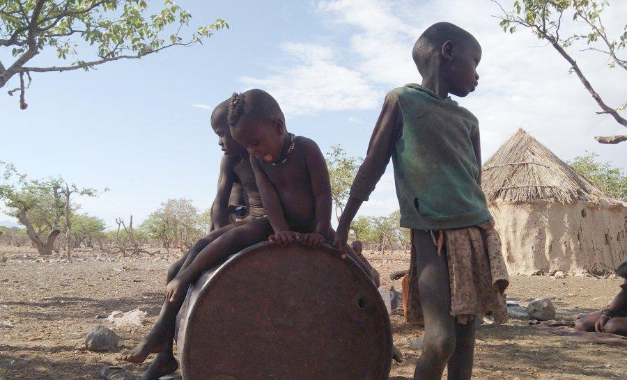 ילדי שבט ההימבה בנמיביה