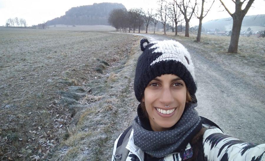 לבד בהרים המושלגים של העיירות סביב דרזדן