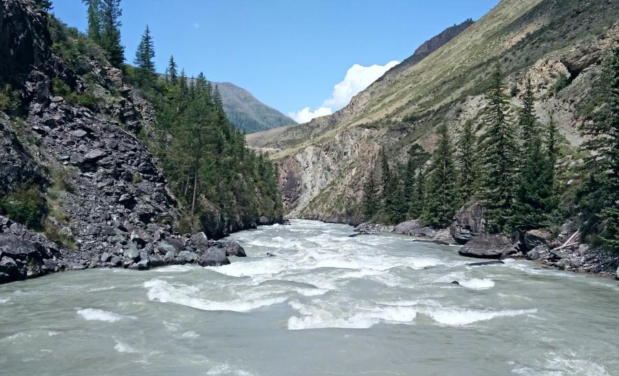 חציית הנהר הגדול ביום הראשון של הטראק אל אגם שבלה