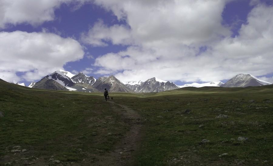 הולכים אל עבר הרי האלטאי בשמורת הטאבן בוגד
