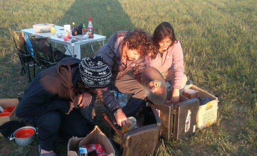 מבשלים ארוחה אחרונה במרכז מונגוליה