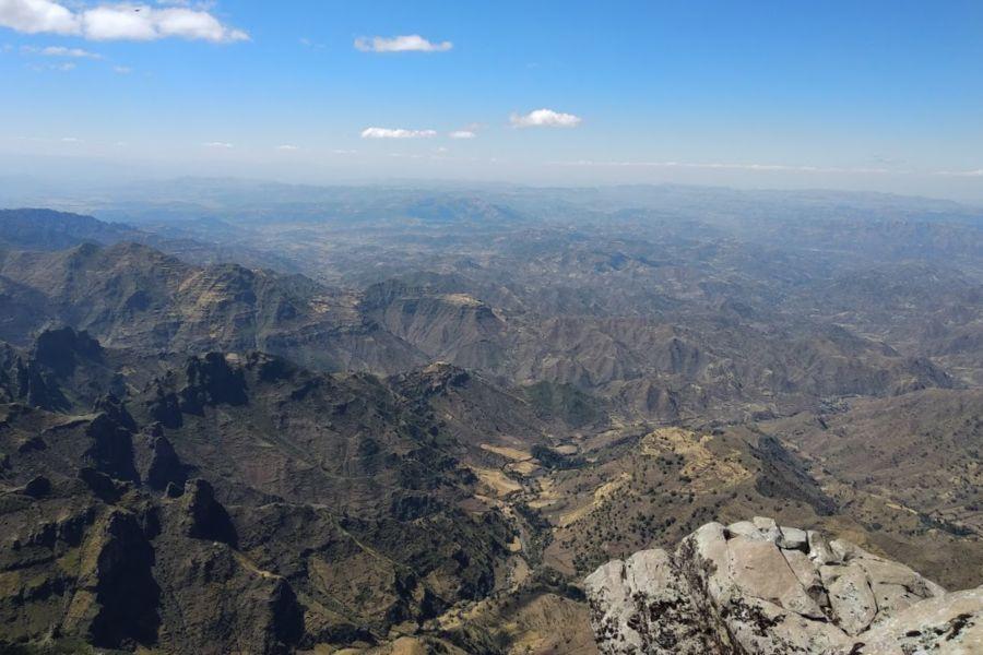 הנוף של אבונה יוסף